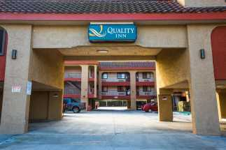 Quality Inn Downey - Front Entrance
