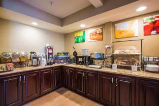 Quality Inn Downey - Free Continental Breakfast