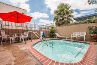 Quality Inn Downey - Relaxing Outdoor Hot Tub in Downey