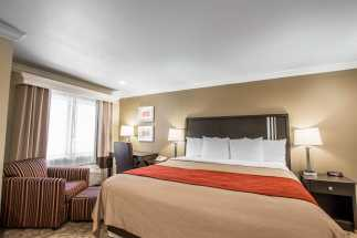 Quality Inn Downey - Large King Bed Room with Modern Amenities